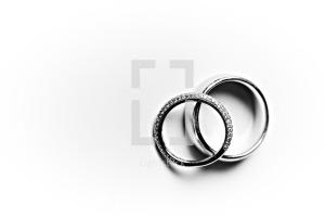 lightstock-458-a-husband-and-wife-s-wedding-bands